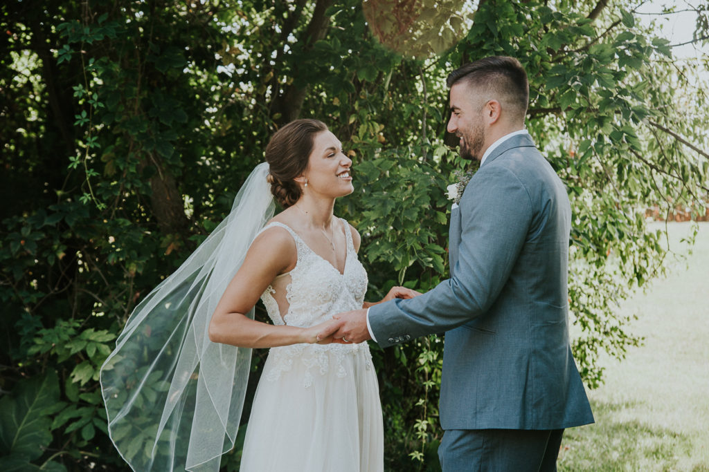 Minnesota wedding photographer Madelin photographed this wedding couple in 2018 at The cottage farm house in glen or